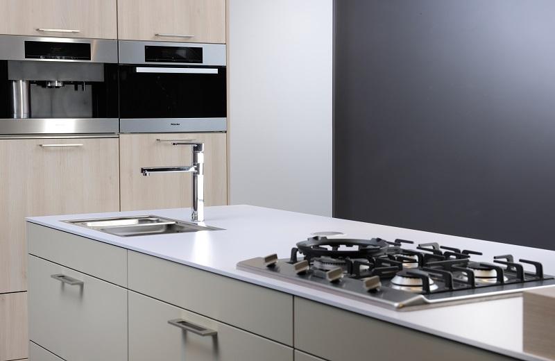 Foto: dekkerzevenhuizen.nl gehele keuken, blad van toplaminaat kunststof
