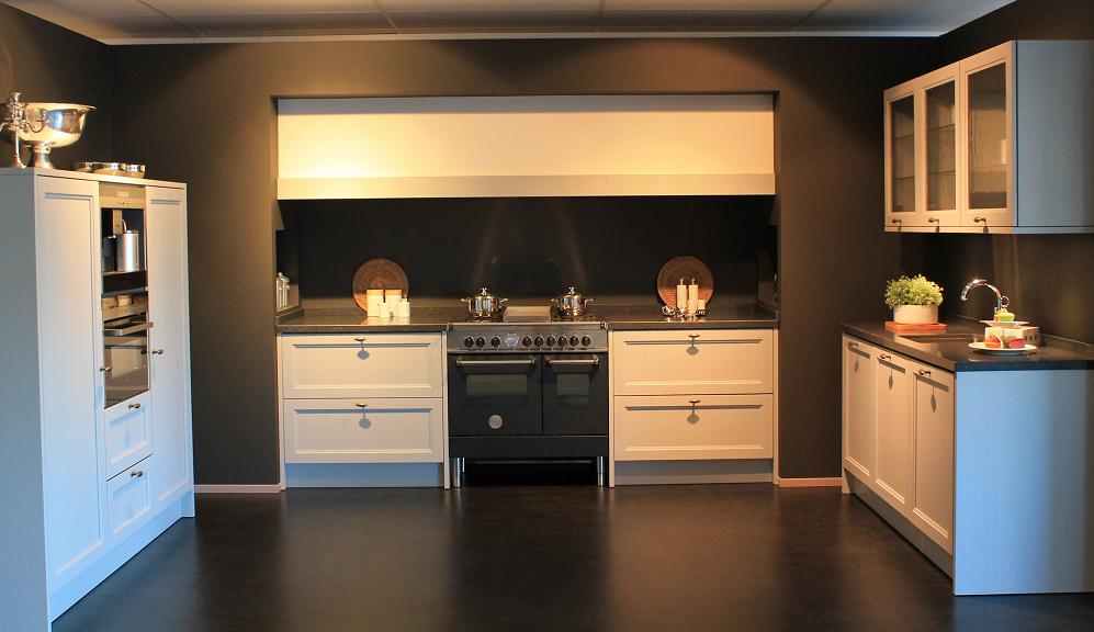 modern klassieke keukens licht grijs showroom Nieuwkuijk | Kuys Keukens