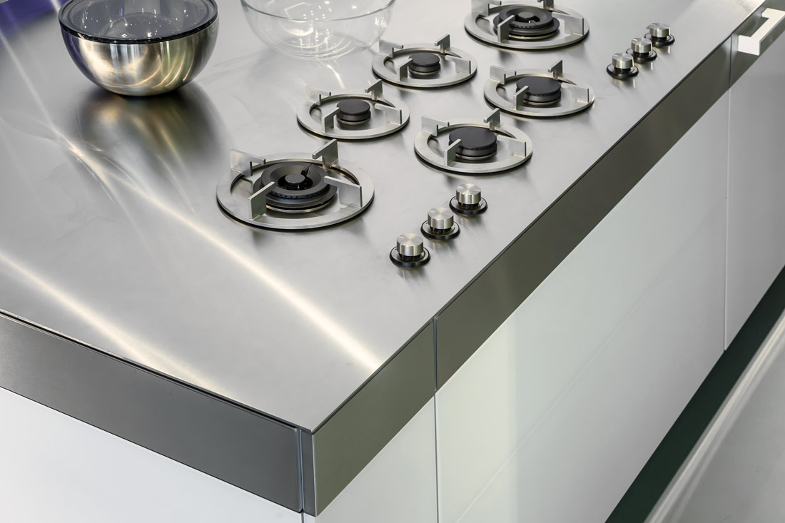 Roest vrij staal (rvs) aanrechtblad in combinatie met pitt cooking